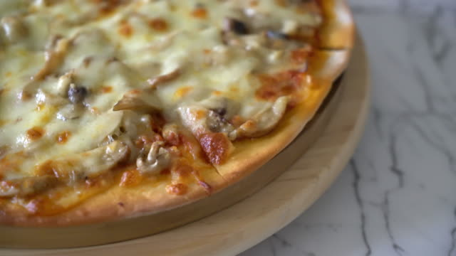 mushroom pizza with miso sauce video
