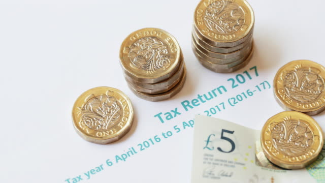 New 2017 One pound Coins on UK tax Return - 4K video