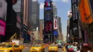 new york journée d'été célèbre times square de 4 k voyant reste de la publicité des États-Unis - Vidéo