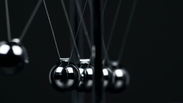 Newton's Cradle Macro video