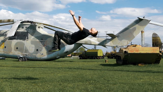 Nimble soldiers at a military base flips video