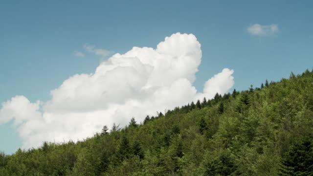 nuvole sulla collina video