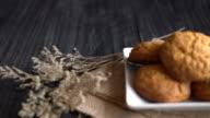 oatmeal raisin cookies video