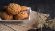oatmeal raisin cookies video