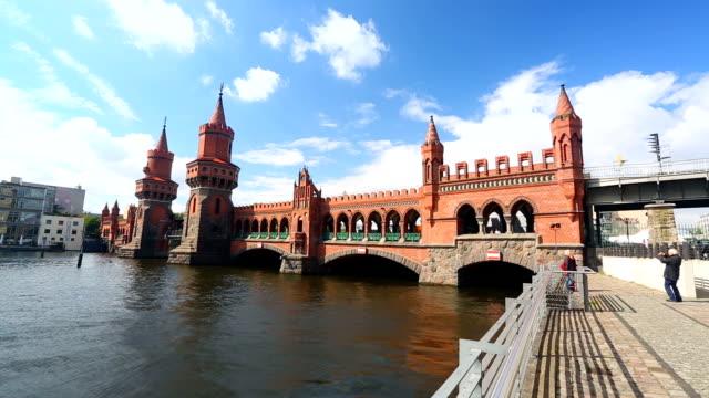 Oberbaumbrücke in Berlin video
