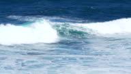 Ocean waves breaking video