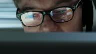 Office Man Display      INF BS DE PR RS video