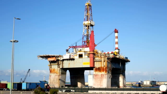 Oil Rig, panning video