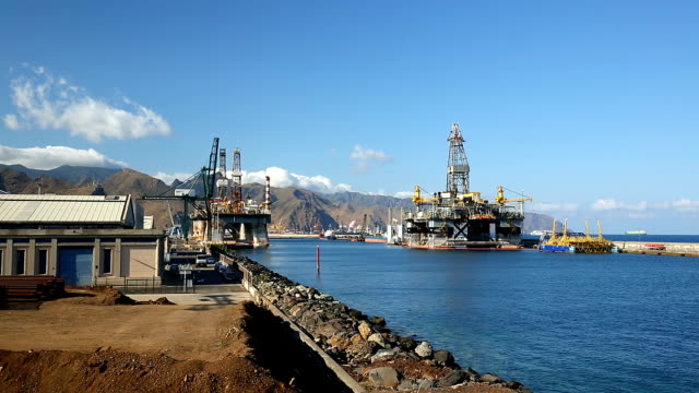 Oil Rigs, panning video