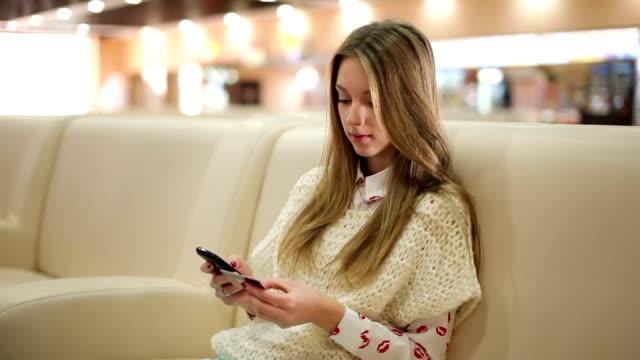 Online shopping via smartphone video