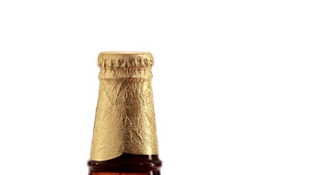 opening golden beer bottles video