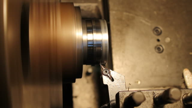 HD : Operating the Industrial Lathe video
