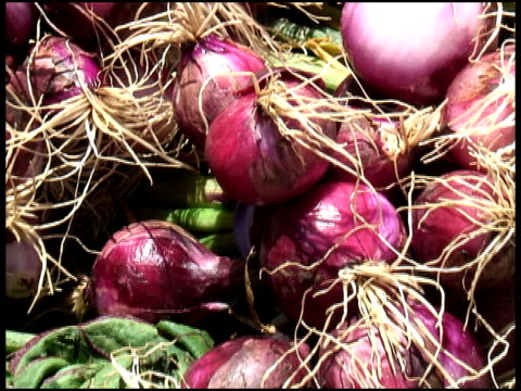 Organic Red Onions / Shallots video
