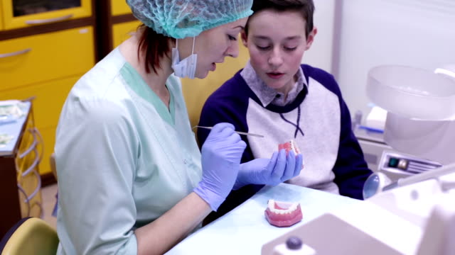 Orthodontist shows teen braces system video