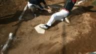 Vue aérienne de baseball glisser dans la home base - Vidéo