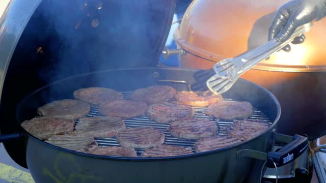 Overturning hamburger cutlets video