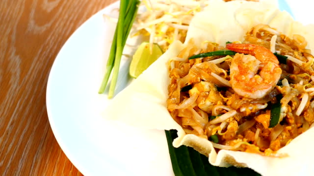Pad thai video
