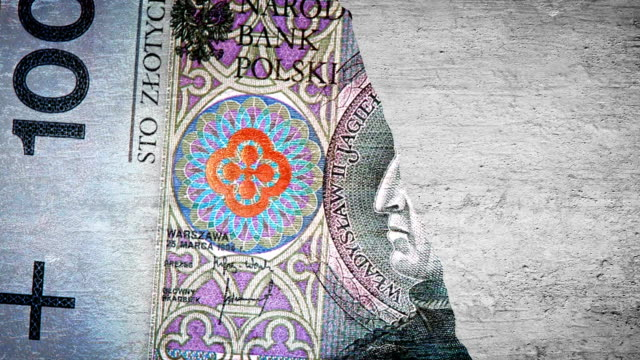 Painting 100 PLN on the wall video