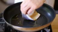 pan fry Seabass fillet video