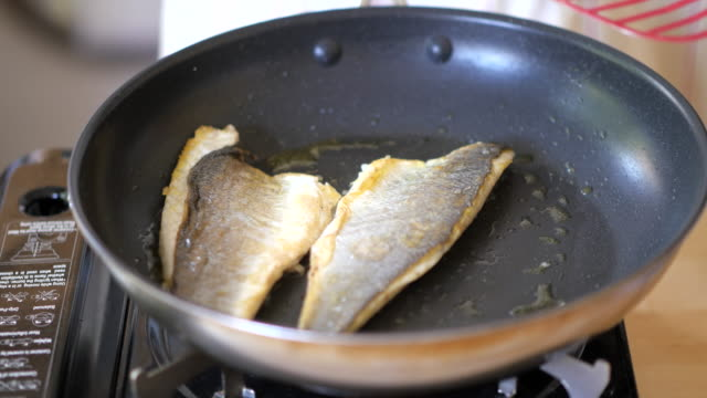 pan fry Seabass fillet video