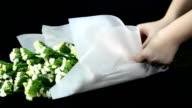 panning : arrange wedding bouquet video