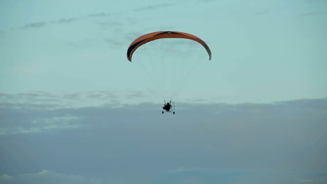 Paramotor flying in the air video