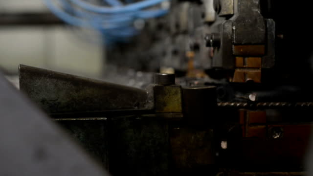 Part of the machine for welding wire mesh video