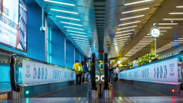 4K : Passengers walking in the airport, timelapse video