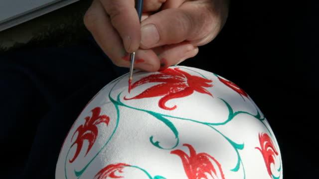patterning on the vase video