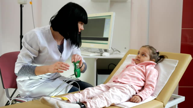 pediatric clinic, cardiogram for children, cardiologist removes cardiogram of heart in hospital video