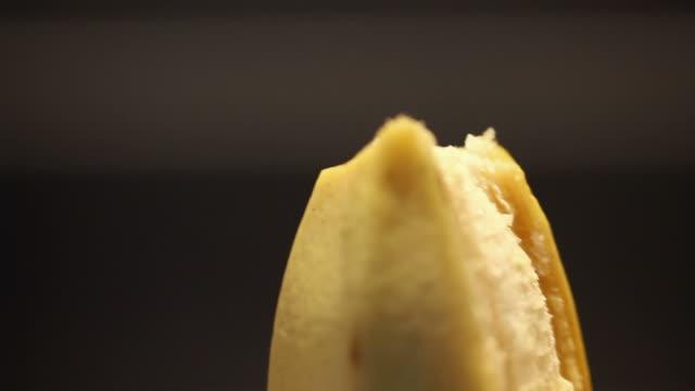 peel a banana video