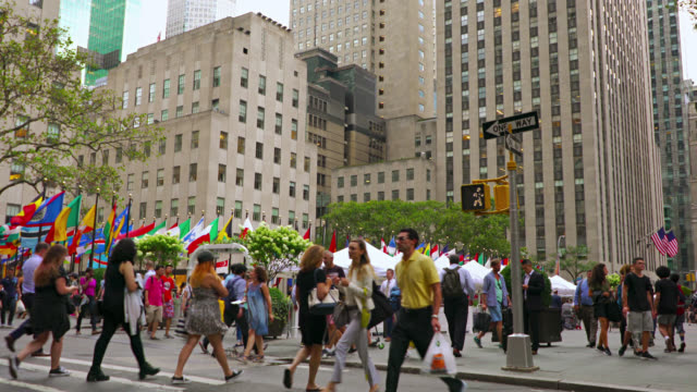 People walking on ave, Manhattan, New York video