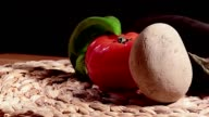 Peperoni pomodoro patata melanzana su paglia video