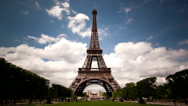 Perfect Eiffel tower timelapse with clouds video