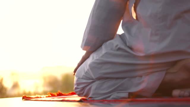 HD: Performing Sujud At Dawn video