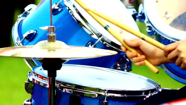 play drum video