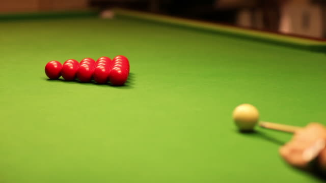 HD: Playing snooker game video