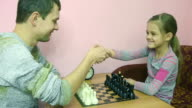 Pope explains a better daughter to make a move in the game of chess video