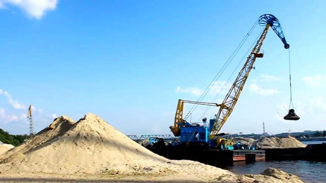 Port crane video