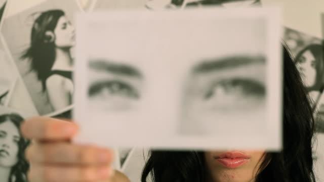 Posing Eyes video
