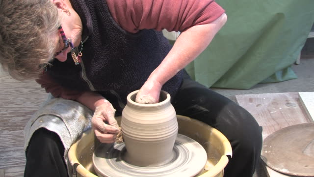 Potters Wheel - Shaping 3 video