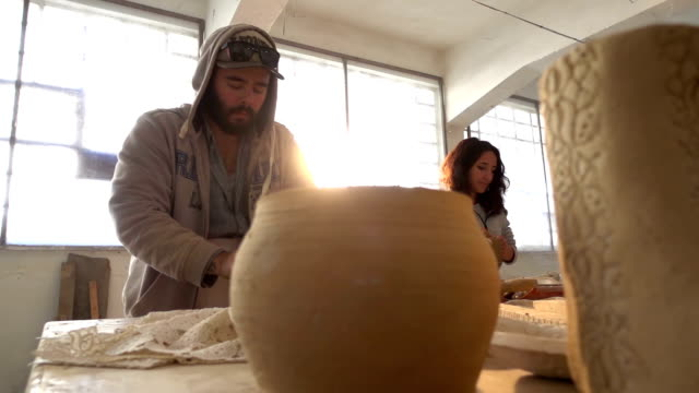 Pottery and Artists video