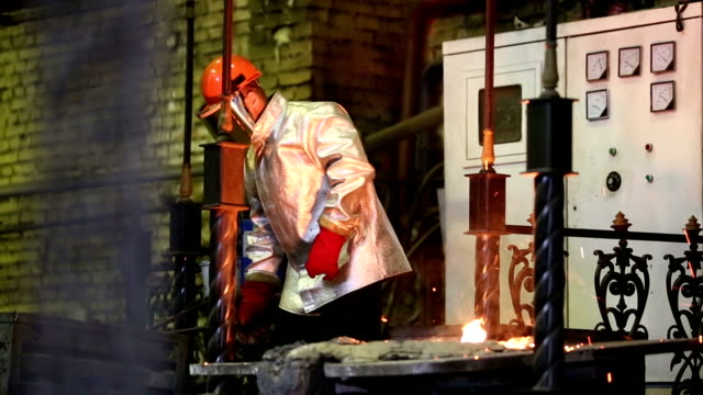 Pouring of molten iron video