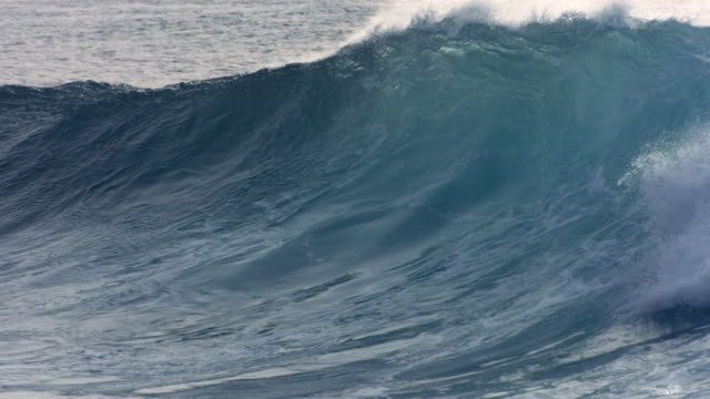 Powerful wave curls on Hawaii's North Shore, slow motion video