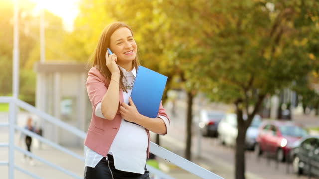 Pregnant business woman on the phone. video
