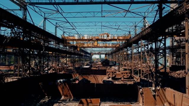 Preparation of materials at metallurgy plant video