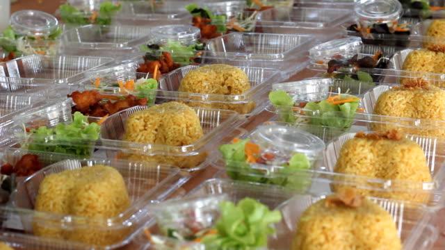 prepare thai food lunch box video