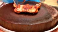Preparing grilled chicken video