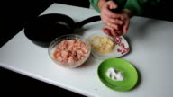 Preparing mince for meatballs. video