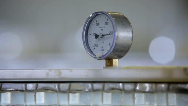 Pressure dial video
